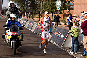 08:10:05 - #8 Rasmus Henning [2nd,DNK,08:10:58] finishing second - Ironman Arizona 2010
