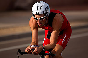 02:33:15 - #32 Trevo Wurtele [DNF run,CAN] early in Lap 2 - Ironman Arizona 2010
