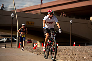 05:51:35 - #34 Paul Amey [GBR] (2nd, eventual 2nd place in 08:01:29) in  Lap 1 - Ironman Arizona 2011