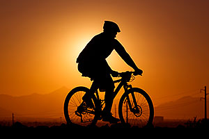 10:14:37 #27 [53rd, 6 laps, 10:41:40] mountain biking at sunset at 12 Hours of Papago 2012 …