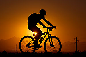 10:21:27 #29 [8th, 19 laps, 12:23:24] mountain biking at sunset at 12 Hours of Papago 2012 …