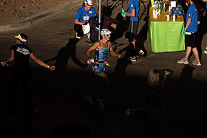 09:13:53 - #80 Kim Schwabenbauer [USA, 10th] running at Ironman Arizona 2012