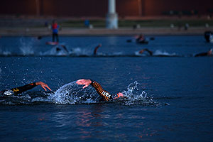 00:02:47 - #8 Fraser Cartmell [USA, 40th] swimming at Ironman Arizona 2012