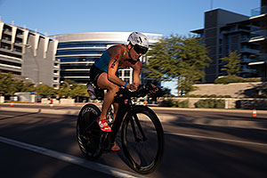 01:01:51 #72 Kathleen Calkins [11th,USA,09:50:51] cycling at Ironman Arizona 2014