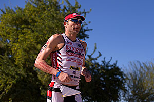 06:03:17 #42 Patrick Schuster [25th,USA,09:45:46] running at Ironman Arizona 2014