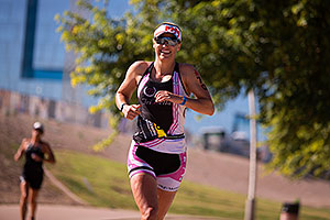 06:05:07 #70 Katy Blakemore [4th,USA,09:11:32] running at Ironman Arizona 2014
