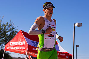 06:29:25 #7 Brenth McMahon [1st,CAN,07:55:48] running at Ironman Arizona 2014