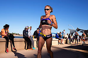 07:59:55 #93 Amanda Stevens [5th,USA,09:15:32] running at Ironman Arizona 2014
