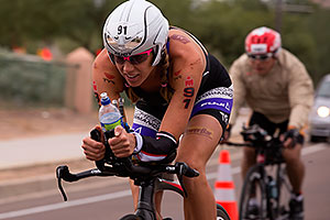 02:48:19 #91 Sarah Haskins [DNF,USA,00:48:29] cycling at Ironman Arizona 2015