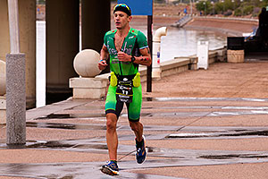 05:31:43 #11 Lionel Sanders [1st,CAN,07:58:22] running for eventual win at Ironman Arizona 2015