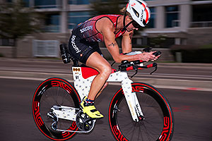 00:58:42 #61 Meredith Kessler [1st,USA,08:48:23] cycling at Ironman Arizona 2016