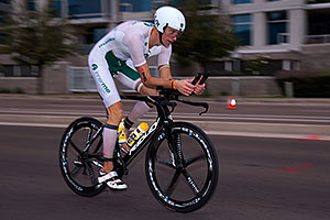 01:01:55 #18 Dirk Baelus [33rd,BEL,09:09:23] cycling at Ironman Arizona 2016