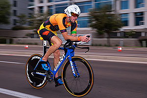 01:04:12 #38 Tyler Jordan [DNS,USA,DNS] cycling at Ironman Arizona 2016