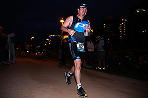 12:03:37 #86 Ashley Paulson [12th,USA,09:36:48] running at Ironman Arizona 2016