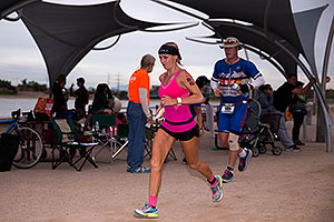 08:29:46 #86 Ashley Paulson [12th,USA,09:36:48] running at Ironman Arizona 2016