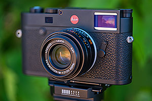 Leica M10 camera with Leica Summicron-M 1:2/35 ASPH