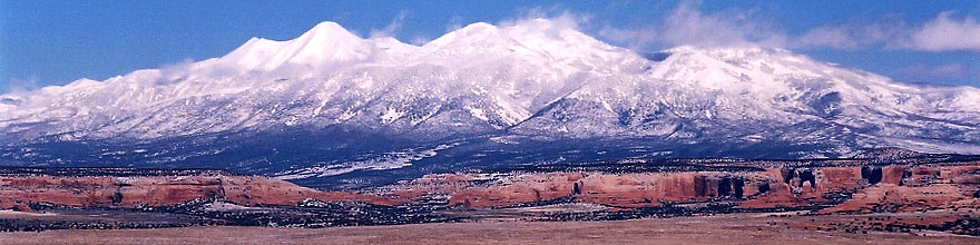 /images/500/2003-12-moab-mountains1-sp.jpg - #01411: Mountains by Moab … Dec 2003 -- Moab, Utah