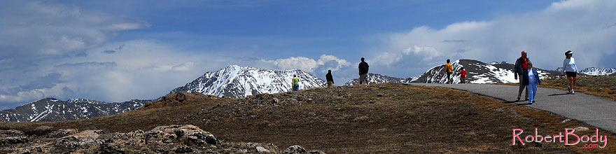 /images/500/2007-05-28-indep-mtns03-sp.jpg - #03818: People on a walkway at top of Independence Pass … May 2007 -- Independence Pass, Colorado