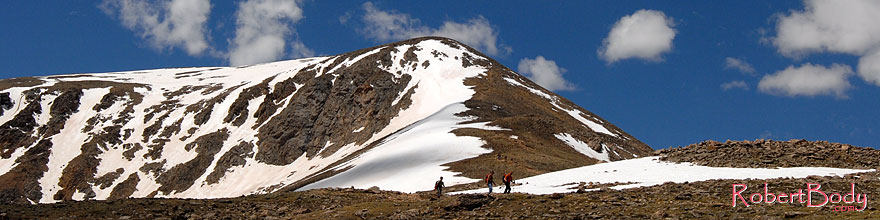 /images/500/2007-06-10-elbert-fsum02-sp.jpg - #03892: hikers walking down the north face of Mt Elbert, Colorado