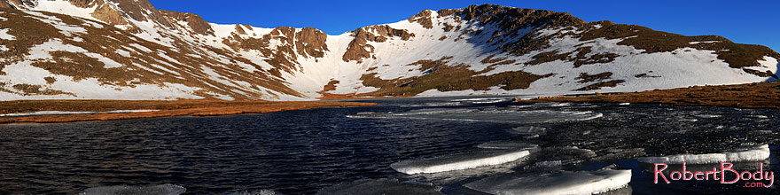 /images/500/2007-06-17-evans-sum-lake2-sp.jpg - #03960: Ice floating on Summit Lake at 12,800 ft elevation … June 2007 -- Summit Lake, Mt Evans, Colorado