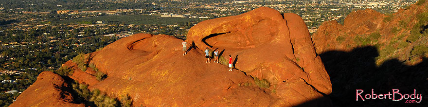 /images/500/2008-03-09-camelback-3941sp.jpg - #04878: Hikers at Camelback Mountain in Phoenix … March 2008 -- Camelback Mountain, Phoenix, Arizona