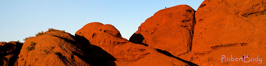 /images/500/2008-12-05-papago-shade-60153sp.jpg - #06335: Hiker at the top of Buttes of Papago Park … December 2008 -- Papago Park, Phoenix, Arizona