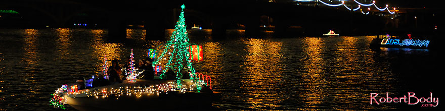 /images/500/2008-12-13-tempe-lights-boats-63841sp.jpg - #06448: APS Fantasy of Lights Boat Parade … December 2008 -- Tempe Town Lake, Tempe, Arizona