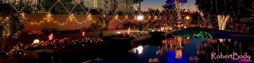 /images/500/2008-12-30-mesa-temple-lights-69788sp.jpg - #06688: Reflections by Mesa Arizona Temple … December 2008 -- Mesa Arizona Temple, Mesa, Arizona