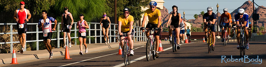 /images/500/2009-09-27-nathan-tri-cycle-114224sp.jpg - #07469: 01:15:56 - Cyclists at Nathan Triathlon … September 2009 -- Tempe Town Lake, Tempe, Arizona