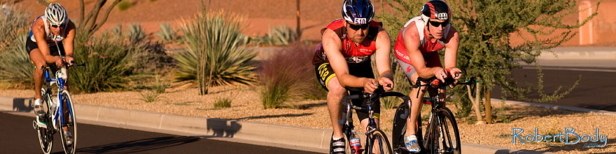 /images/500/2009-10-25-soma-bike-118436sp.jpg - #07640: 01:13:38 #510 leading #444 in cycling at Soma Triathlon … October 25, 2009 -- Rio Salado Parkway, Tempe, Arizona