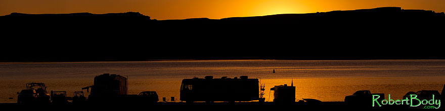 /images/500/2010-07-16-powell-sunrise-16405sp.jpg - #08241: Before sunrise at Lake Powell … July 2010 -- Lone Rock, Lake Powell, Utah