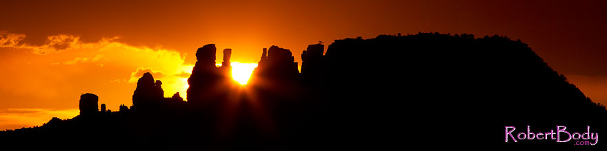 /images/500/2011-07-31-sedona-sunset-89401sp.jpg - #09392: Sun setting behind rock formations in Sedona … July 2011 -- Sedona, Arizona