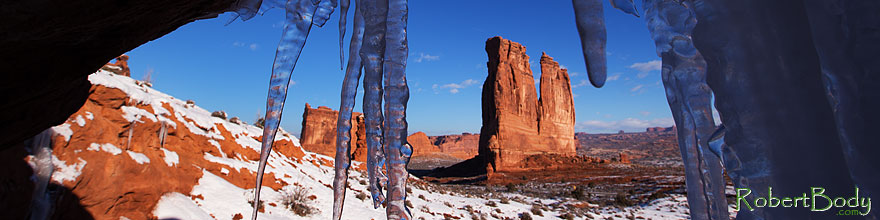 /images/500/2013-12-24-arches-court-ice-1dx_7991sp.jpg - #11450: Courthouse Towers in Arches National Park … December 2013 -- Courthouse Towers, Arches Park, Utah